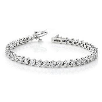Justin Bieber gave Selena Gomez a diamond bracelet
