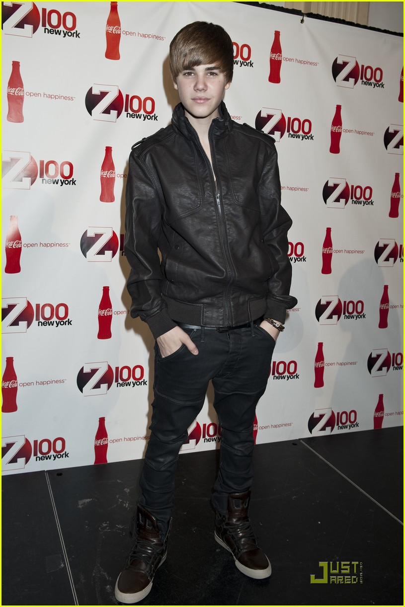 Justin Bieber Pictures At Z100 Jingle Bell Red Carpet