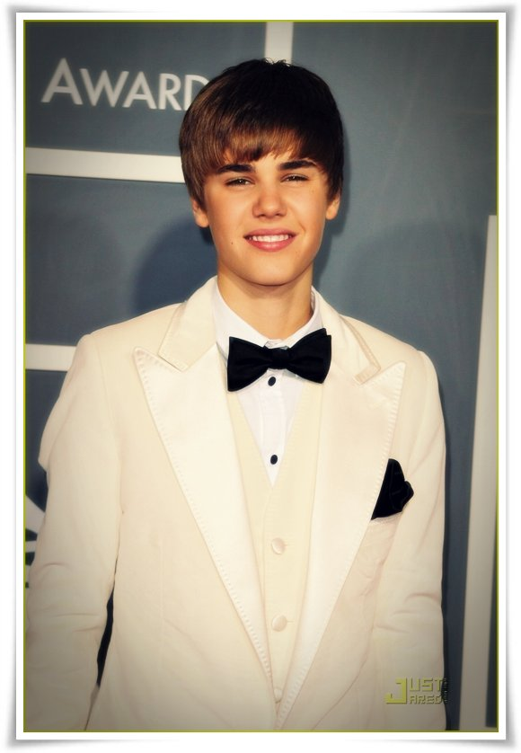 JUSTIN BIEBER GRAMMY AWARDS RED CARPET PICTURES