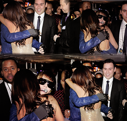 justinbieber selenagomez hugging grammyawards Justin Bieber really loves Selena Gomez   Says I Love You 2011