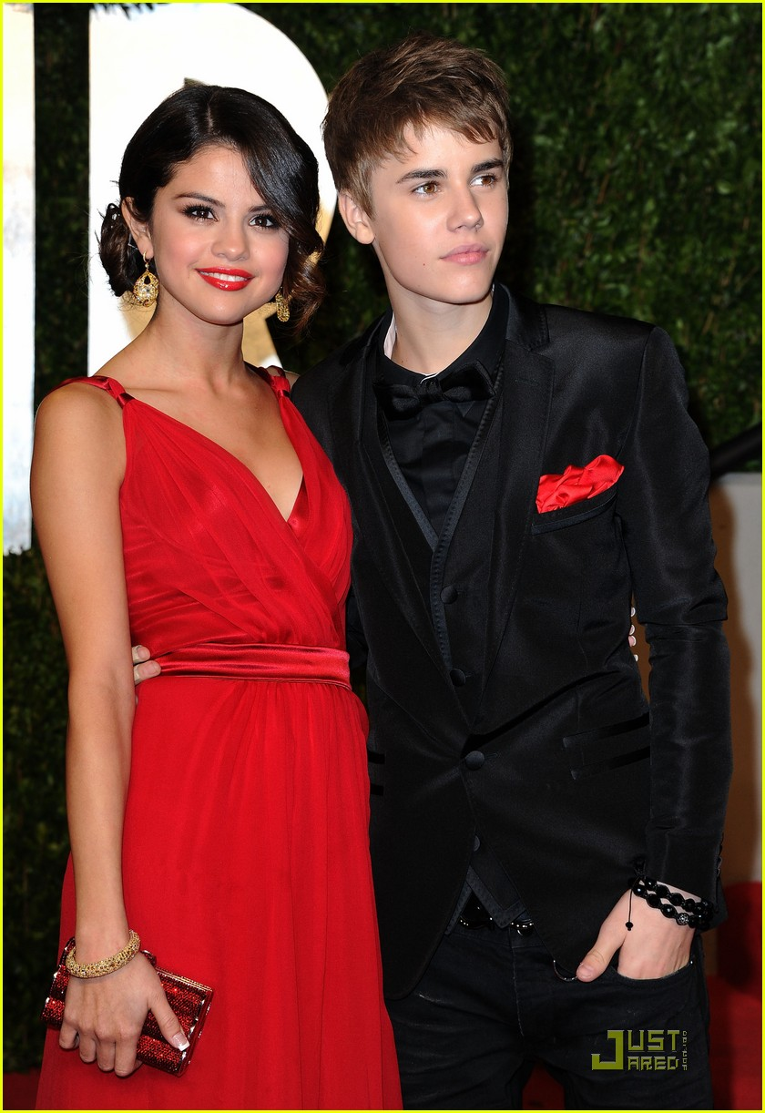 justinbieber selenagomez vanityfair 01 Justin Bieber and Selena Gomez Vanity Fair Oscar Party Couple 2011