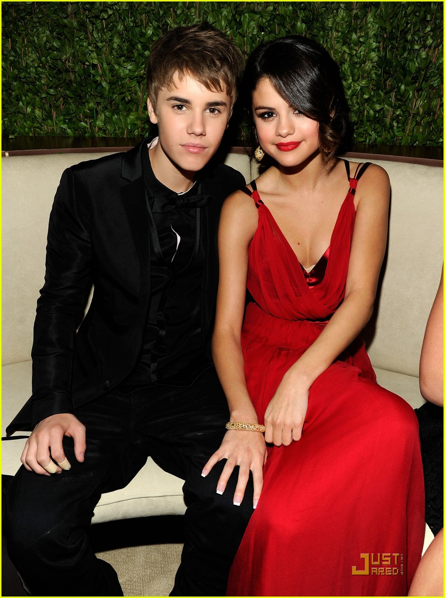 justinbieber selenagomez vanityfair oscarparty 01 Justin Bieber and Selena Gomez Vanity Fair Oscar Party Couple 2011