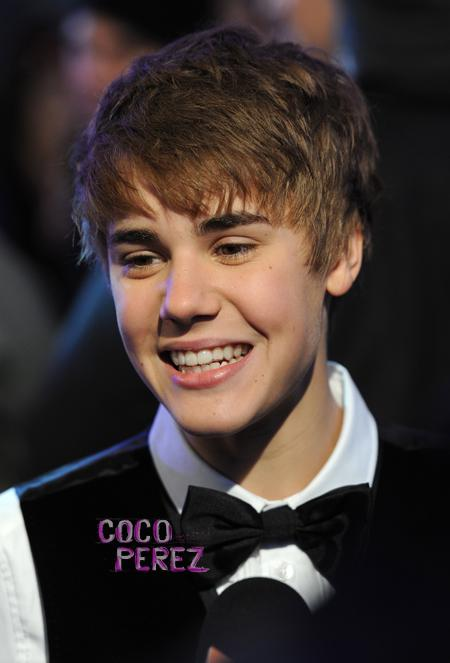 justinbieber teeth invisalign 01 Justin Bieber wears Invisalign to straighten his teeth 2011