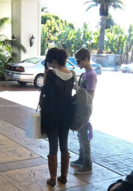 selena gomez and justin bieber 2011 april. Selena Gomez and Justin Bieber