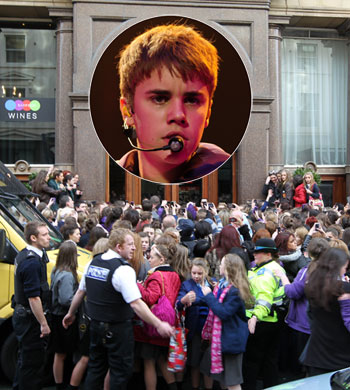 justin bieber liverpool 2011. Sources connected to Bieber