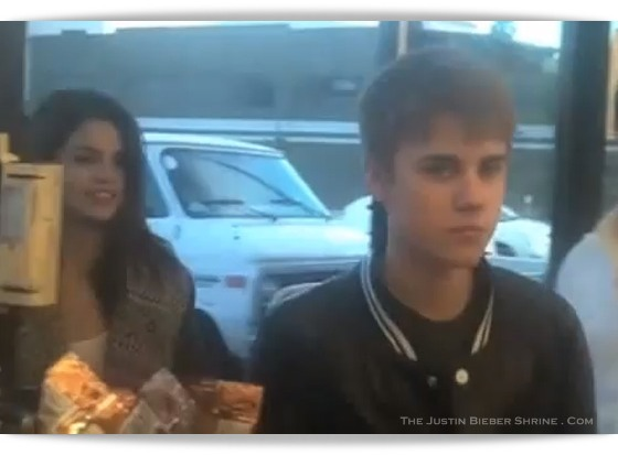 selena gomez and justin bieber 2011 pictures. justin bieber and selena gomez