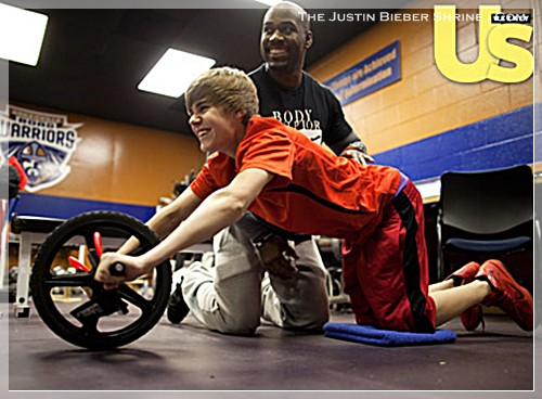 justinbiebermusclesworkingout 01 Justin Bieber muscle building work out pictures UsMagazine 2011