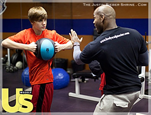 justinbiebermusclesworkingout 02 Justin Bieber muscle building work out pictures UsMagazine 2011