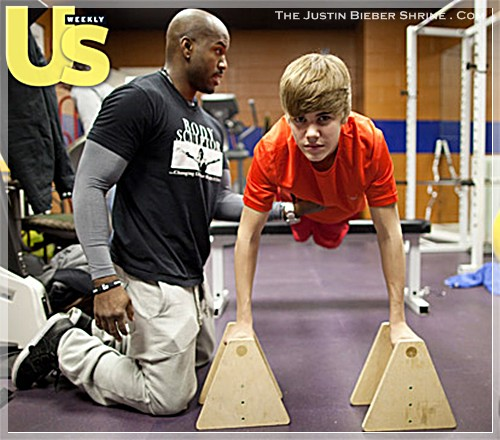 justinbiebermusclesworkingout 03 Justin Bieber muscle building work out pictures UsMagazine 2011