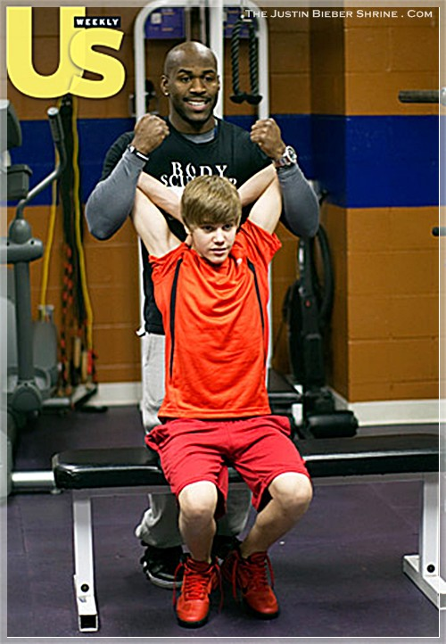 justinbiebermusclesworkingout 06 Justin Bieber muscle building work out pictures UsMagazine 2011