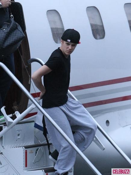 JustinBieber Brisbane Australia arriving2 Justin Bieber arriving in Brisbane, Australia April 26, 2011 2011