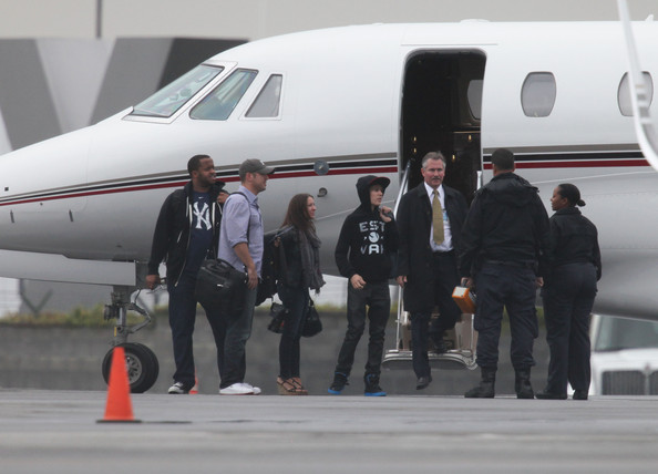 justin bieber private jet How Justin Bieber got his crew to agree to go to Japan 2011