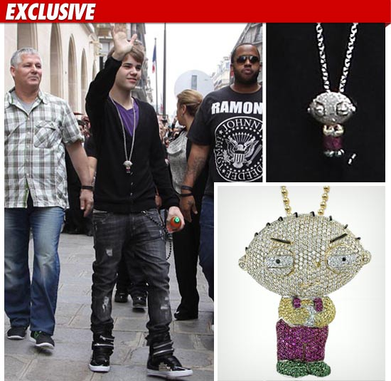 justin-bieber-stewie-necklace