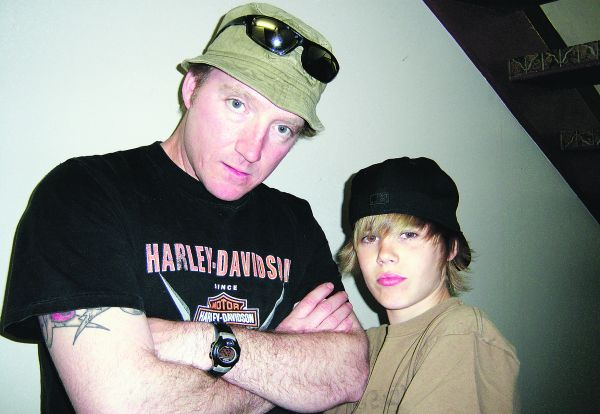 justin bieber little boy. pictures justin bieber beats up his justin bieber little kid pictures.