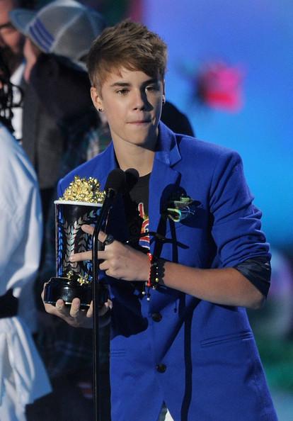 justin bieber images 2011. Justin Bieber 2011 MTV Movie