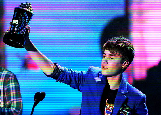 justin bieber pictures of 2011. wallpaper justin bieber brit