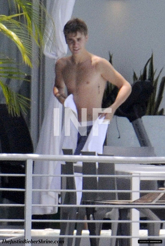 justinbiebershirtless2011 Sexy Justin Bieber boxer underwear showing bulge in Miami 2011 2011