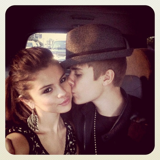 justin bieber kissing selena gomez instagram Justin Bieber kissing Selena Gomez on Instagram 2011