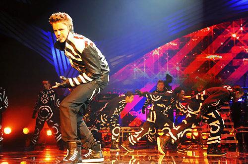 justin bieber mtv ema neversaynever Justin Bieber @ 2011 EMAs performing Mistletoe & Never Say Never 2011