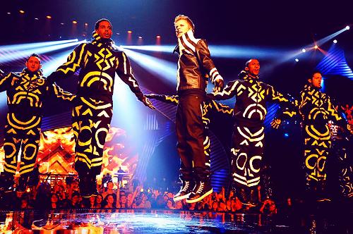 justin bieber mtv emas 2011 Justin Bieber @ 2011 EMAs performing Mistletoe & Never Say Never 2011