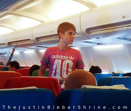 justin bieber airplane nyc Justin Bieber spotted on airplane to NYC ...