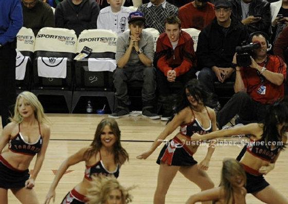 justin bieber cheerleaders staring