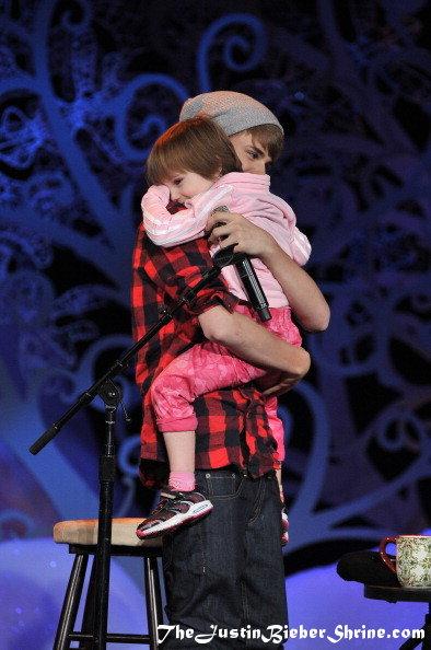 Drive On Holidays >> Justin Bieber arriving at Massey Hall, Toronto Dec 21, 2011