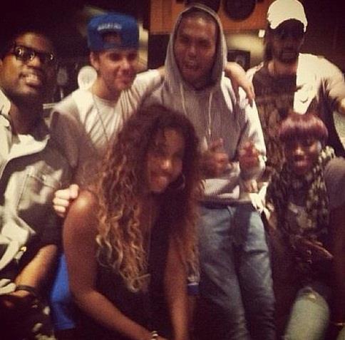 Chris Brown  Tour 2012 on Chris Brown Justin Bieber 2012