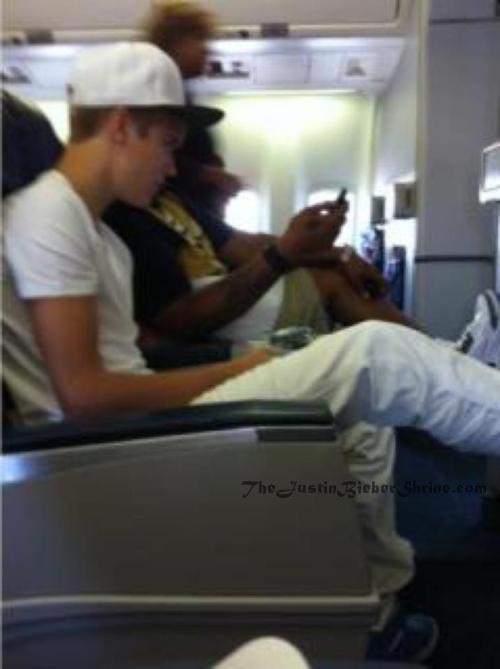 justin bieber dominican republic plane Justin Bieber NOT spotted on plane to the Dominican Republic 2011