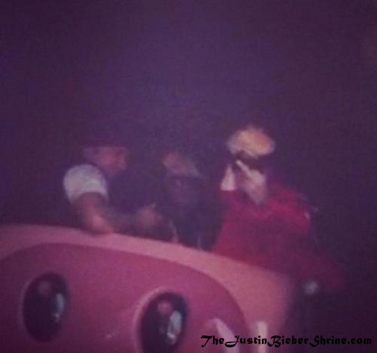 Justin Bieber flips his middle finger at Disneyland on Valentine's Day