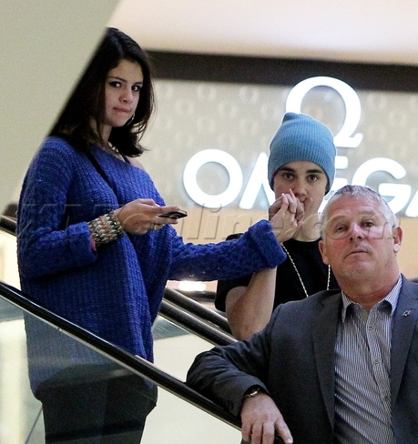 justin bieber selena gomez beverly center shopping