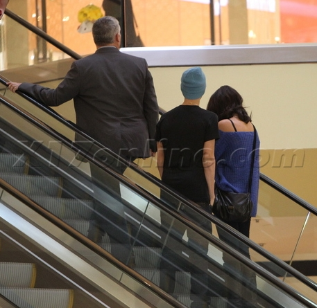 Selena Gomez Shopping on Justin Bieber   Selena Gomez Shopping At Beverly Center Mall   The