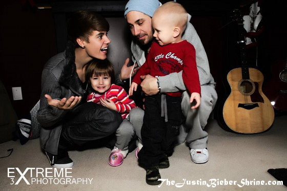 Justin Biebers Family Photoshoot Pictures March 2012 2011