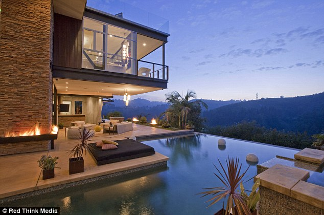 Justin bieber 39 s new house in the hollywood hills los angeles for New house in los angeles
