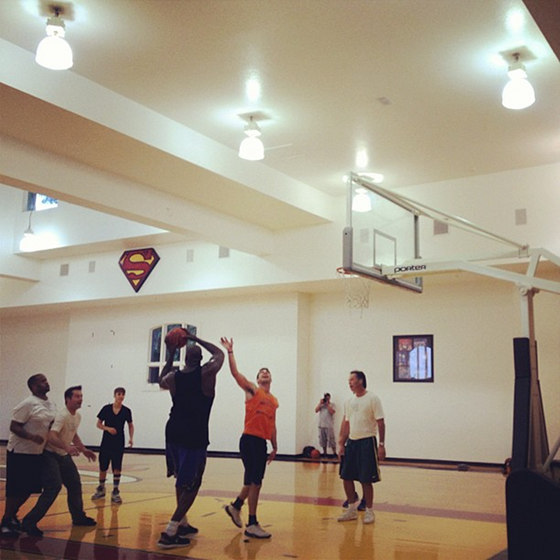 Justin bieber plays basketball at shaquille o 39 neal 39 s house for Shaquille o neal s home