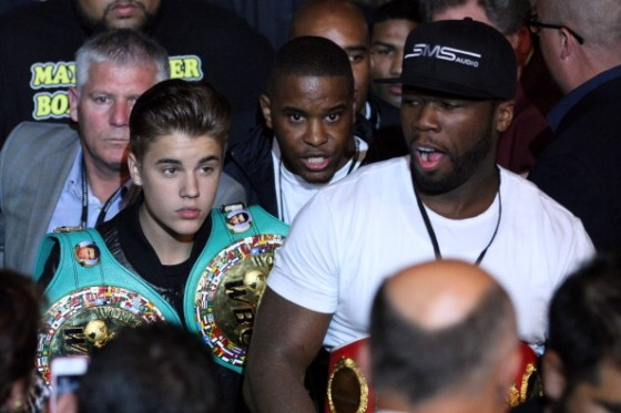 justin bieber 50cent las vegas may 2012 560x373 Justin Bieber at Floyd Mayweather Boxing Fight Las Vegas May 5, 2012 2011