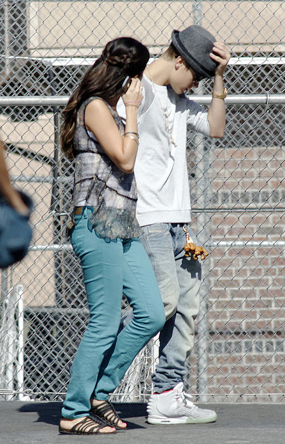 justin bieber selena gomez movie set5 Justin Bieber visits Selena Gomez at Parental Guidance movie set! 2011