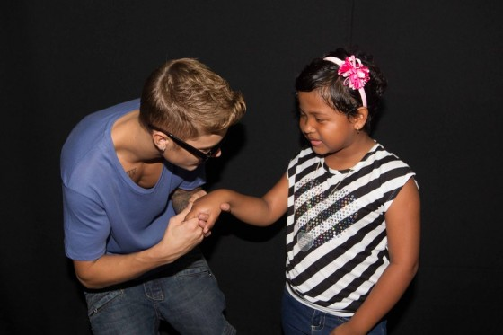 justin-bieber-panama-city-meet-and-greet-2013-09