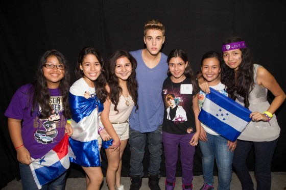 justin-bieber-panama-city-meet-and-greet-2013-10