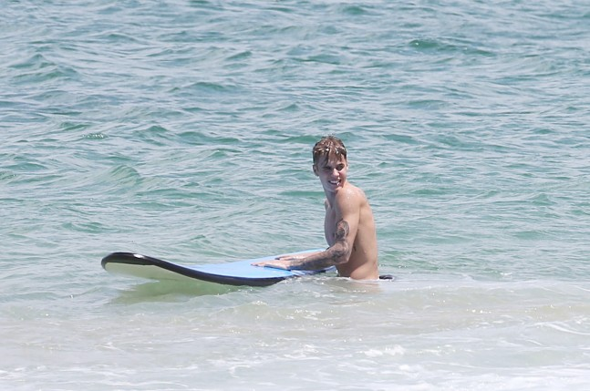 EXCLUSIVE: Justin Bieber goes surfing in Australia