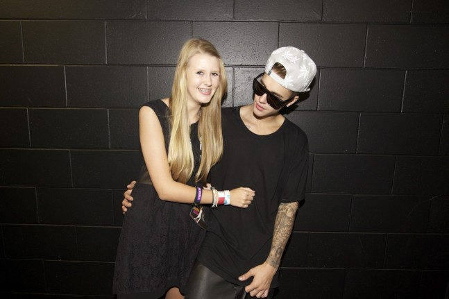 justin-bieber-auckland-nz-meet-greet-nov2013-05