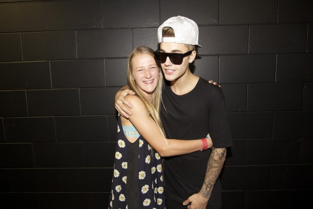 justin-bieber-auckland-nz-meet-greet-nov2013-06