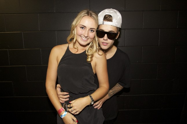 justin-bieber-auckland-nz-meet-greet-nov2013-08