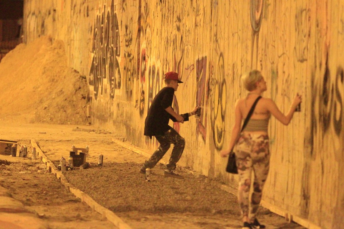 justin-bieber-graffiti-riodejaneiro-brazil-nov-2013-07
