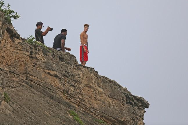 justin-bieber-hawaii-nov-2013-04