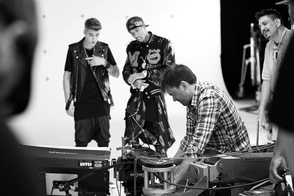 justin-bieber-tyga-behind-the-scenes-09
