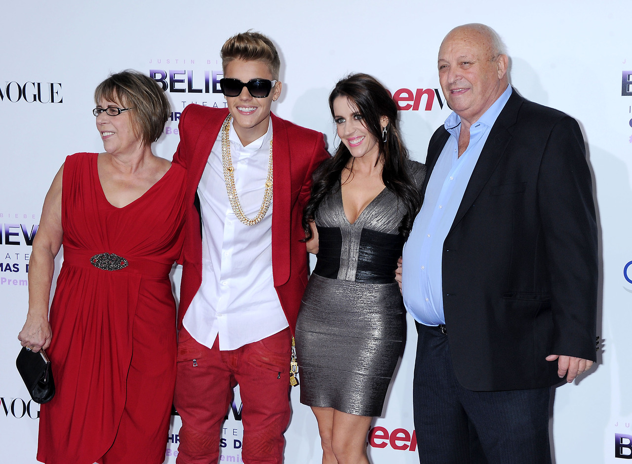 justin-bieber-believe-premiere-red-carpet-13