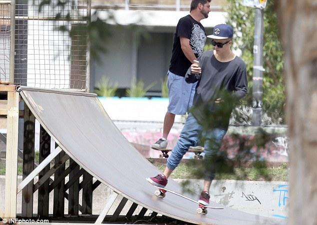 justin-bieber-sydney-australia-skateboarding-01